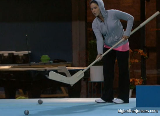 danielle practicing for hoh
