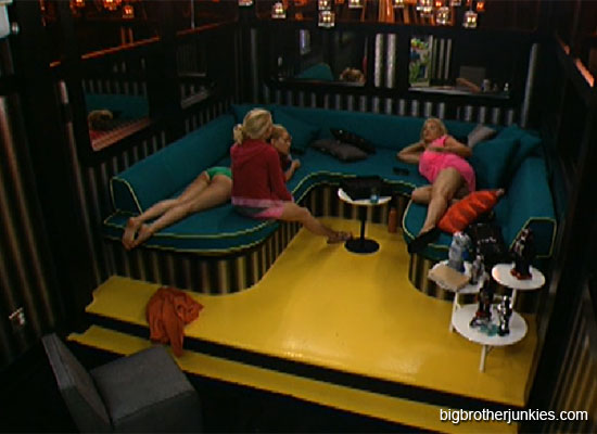 Ashley Janelle and Britney chatting - Big Brother 14